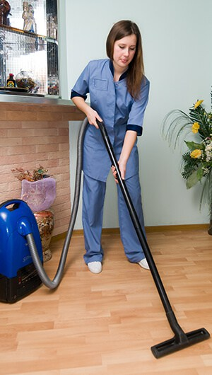 women-cleaning-floor